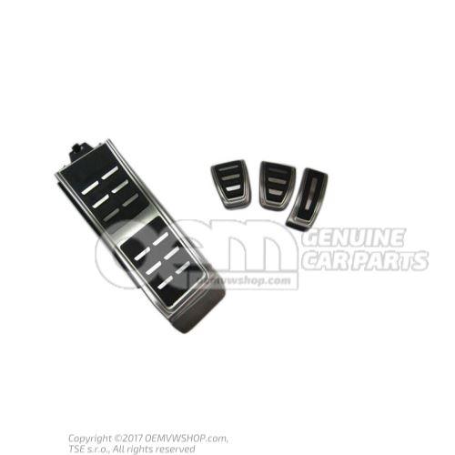 1 jeu caches-pedales 1 jeu caches-pedales et revetement pour repose-pieds p. bv mecanique 8V1064200A