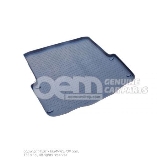 Plastic tray